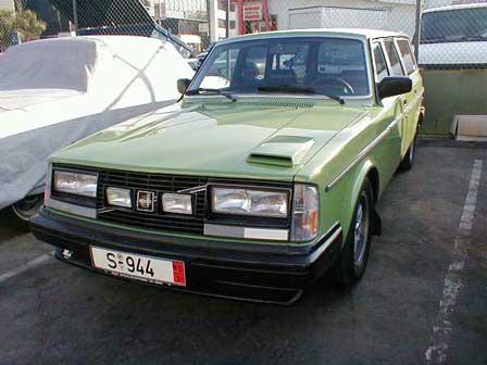 Victor's 1976 Volvo 245